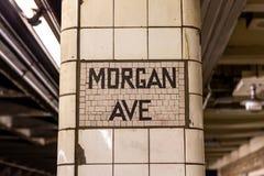 Brooklyn NY/EUA - 20 de agosto de 2018: Morgan Ave Subway Platform imagem de stock royalty free