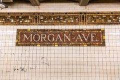 Brooklyn NY/EUA - 20 de agosto de 2018: Morgan Ave Subway Sign imagens de stock royalty free