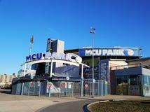 MCU-basebollarena som en farmarligabaseballstadion i Coneyön delar upp av Brooklyn Royaltyfri Foto
