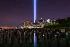 Tribute In Light Memorial From Brooklyn Bridge Pier Royalty Free Stock Images