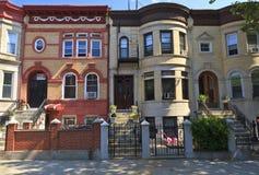 Brooklyn-Ziegelstein-Wohnungen lizenzfreie stockbilder