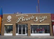 Brooklyns den gränsmärkeConey Island stranden shoppar Arkivbild