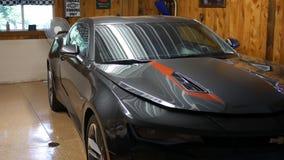 BROOKVILLE PA - τον Ιούνιο του 2018 Circa - νέο Chevy Camaro σε ένα mancave ή ένα αυτόματο κατάστημα επισκευής απόθεμα βίντεο