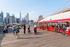 从Brookyln的看法在East河在纽约 库存图片
