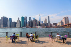 从Brookyln的看法在East河在纽约 免版税库存照片