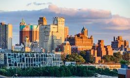 Brookyln horisont från den Brooklyn bron, New York, USA arkivfoton