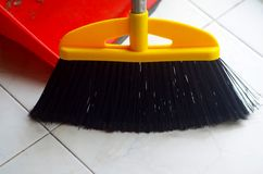 Broom and dustpan to sweep Royalty Free Stock Images