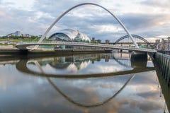 Broreflexioner på Riveret Tyne royaltyfria foton