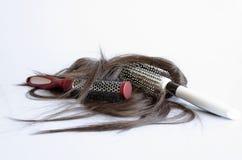 Brosse à cheveux avec des cheveux Images stock