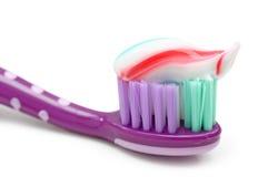 Brosse à dents avec la pâte dentifrice Images libres de droits