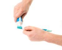 Brosse à dents avec la pâte dentifrice dans la main Images libres de droits
