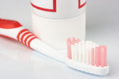 Brosse à dents et pâte dentifrice Photographie stock libre de droits