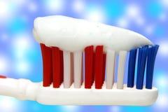 Brosse à dents et pâte dentifrice Photographie stock