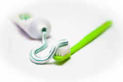 Brosse à dents et pâte dentifrice Image stock
