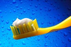 Brosse à dents et pâte dentifrice Image libre de droits
