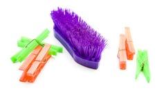 Brosse de lavage de main avec des pinces à linge Image stock