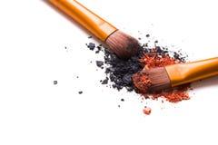 Brosse de lecture professionnelle de maquillage et isolant lâche de fards à paupières de poudre Photographie stock