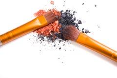 Brosse de lecture professionnelle de maquillage et isolant lâche de fards à paupières de poudre Image stock