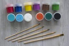 Brosse des couleurs cinq de brosse de peinture ensemble images stock