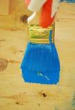 Brosse en peinture bleue Image stock