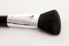 Brosse naturelle de maquillage avec la poudre beige Photos libres de droits