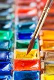 Brosse pour la fin de peinture haute et réglée des peintures d'aquarelle Photos libres de droits