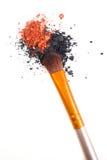 Brosse professionnelle de maquillage et fards à paupières lâches de poudre d'isolement Photo libre de droits