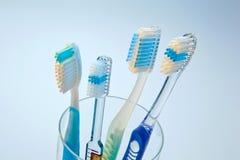 Brosses à dents pour nettoyer des dents Image stock