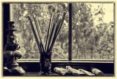 Brosses de l'artiste dans un vase Images libres de droits
