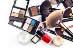Brosses de maquillage Industrie cosmétique Brosse pour la beauté Ventes des cosmétiques La publicité pour une belle femme image stock
