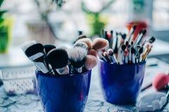 Brosses et crayons pour épouser le maquillage Photographie stock libre de droits