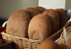 Brot auf Bildschirmanzeige am Strömungsabriß Stockfotos
