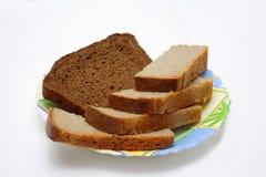 Brot auf der Platte Lizenzfreies Stockfoto