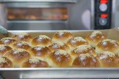 Brot auf die Oberseite mit indischem Sesam lizenzfreie stockbilder