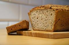 Brot auf einer Tabelle Stockfoto