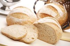 Brot auf weißem Hintergrund Stockfotografie