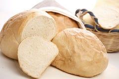 Brot auf weißem Hintergrund Stockbild