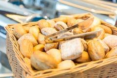 Brot in einem masket Stockfotos