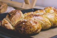 Brot frisch gerade gebacken aus dem Ofen heraus Lizenzfreie Stockbilder