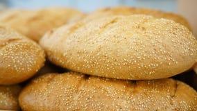 Brot frischer Brotlaib im Markt Karte mit unterschiedlichem nettem Brot Stangenbrot im Lebensmittelgeschäft stockfotografie