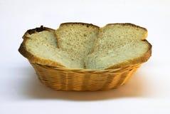 Brot im Brotkorb lizenzfreie stockfotos