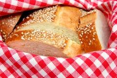 Brot im Korb Stockfotos