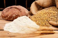 Brot, Mais und Mehl lizenzfreies stockfoto