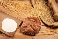 Brot, Mais und Mehl stockbilder