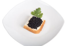 Brot mit der Butter und Kaviar lokalisiert auf einem weißen Hintergrund Stockbilder