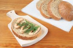 Brot mit Fischpaste Stockbild