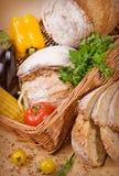 Brot mit Gemüse Lizenzfreie Stockbilder