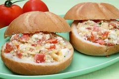 Brot mit Gemüseverbreitung Lizenzfreies Stockfoto