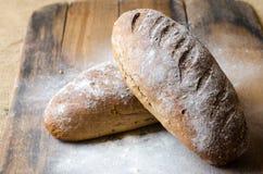 Brot mit Mehl Stockfotos