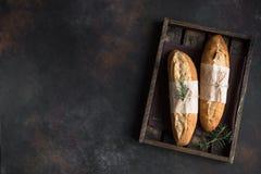 Brot mit Rosmarin lizenzfreie stockbilder